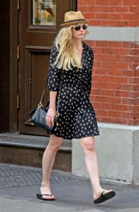 kirsten-dunst-strolling-through-soho