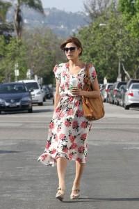 Eva-Mendes-Vintage-style-floral-dress